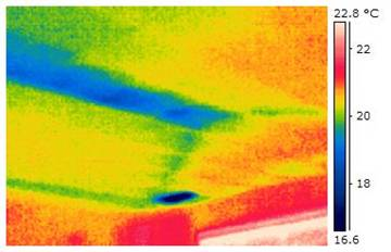 Thermal image indicates pathway of air conditioning duct (medium blue area) above drywall ceiling. Ceiling register appears as dark blue area. Inspection performed from building interior.